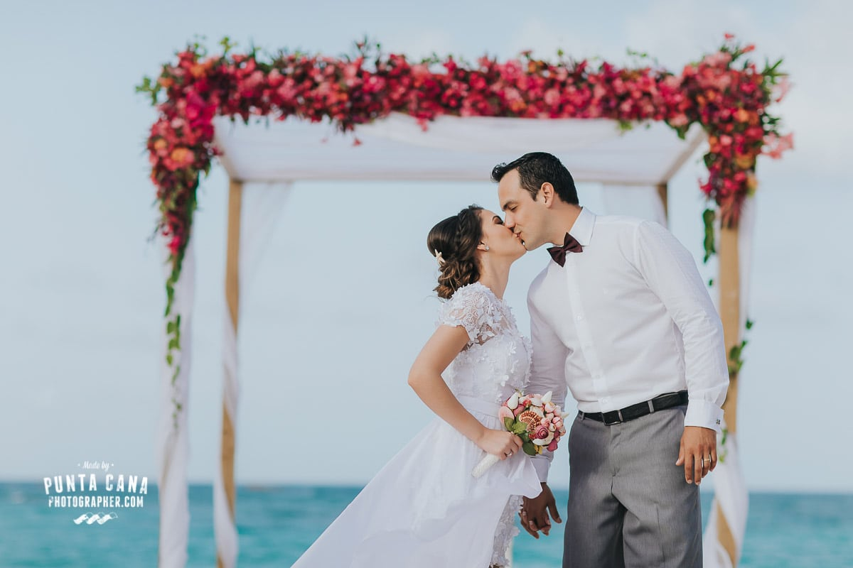 Punta Cana Elopement Wedding at Kukua Restaurant – Larissa & Leandro